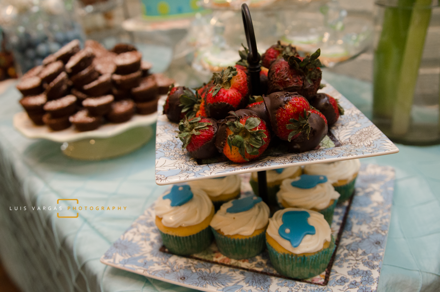 Chocolate covered strawberries and cupcakes