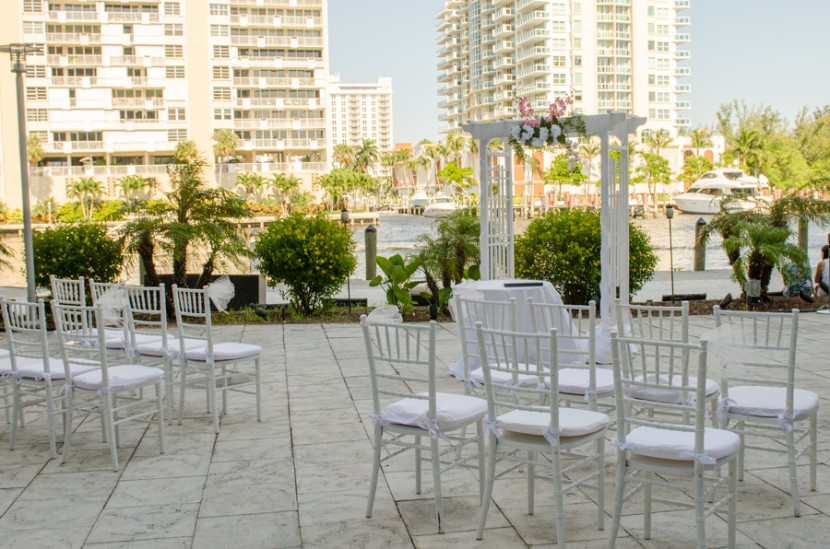 Outdoor area at the DoubleTree hotel in Fort Lauderdale